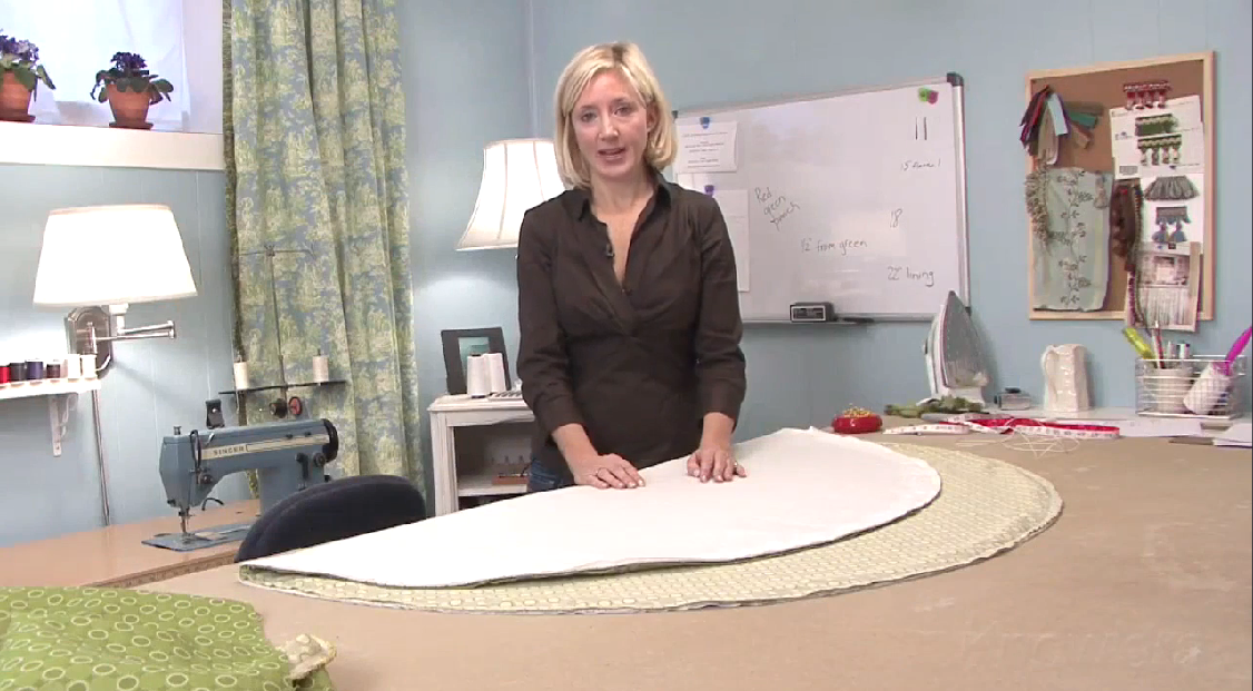 Christmas Tree Skirt – Cutting the Center Hole and Slit